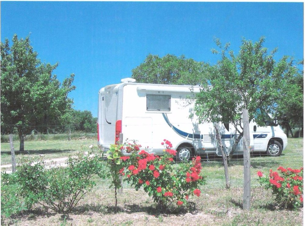 Aire camping-car à Léguillac-de-l'Auche (24110) - Photo 1